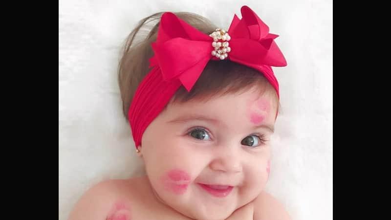 Foto-foto Bayi Lucu - Bayi setelah Dicium