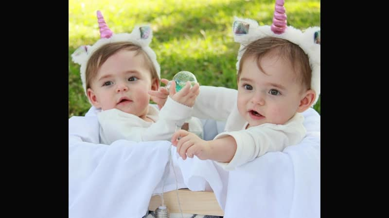 Foto-foto Bayi Lucu - Bayi Kembar dengan Kostum Pegasus