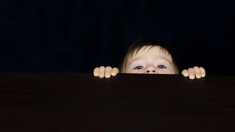 Foto-foto Bayi Lucu - Bayi Mengintip