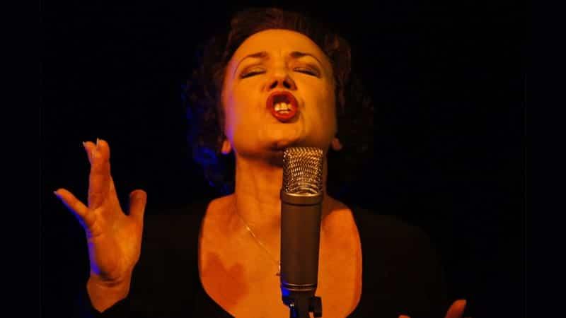 Foto Lucu Artis Hollywood - Wanita Menyanyi