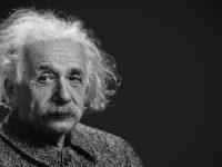 Biografi ALbert Einstein - Einstein Saat Tua