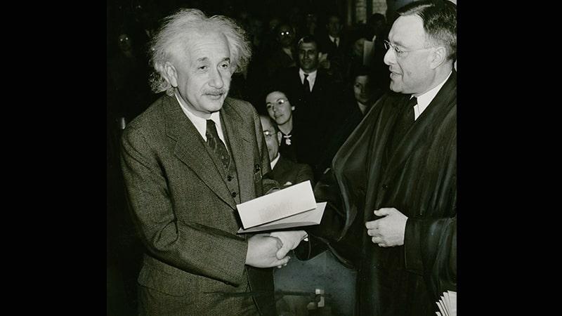 Biografi Albert Einsten - Einstein Mendapatkan Sambutan