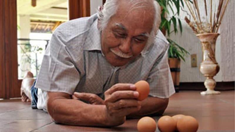 Biografi Bob Sadino - Bob Sadino dan Telur Ayam