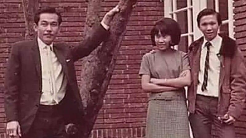 Biografi Bob Sadino - Masa Muda Bob Sadino