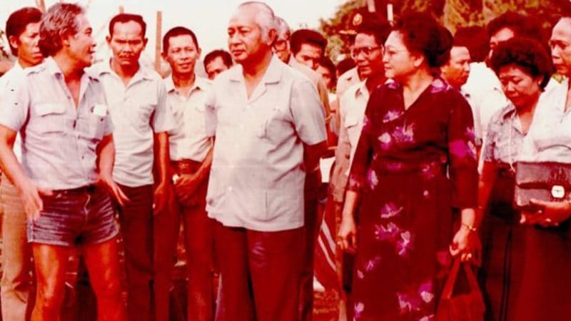 Biografi Bob Sadino - Bob Sadino, Presiden Soeharto, dan Ibu Tien