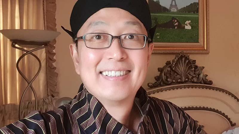 Biografi Tung Desem Waringin - Memakai Pakaian Jawa