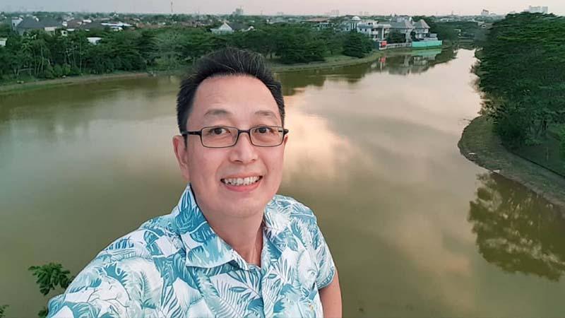 Biografi Tung Desem Waringin - Selfie di Salah Satu Properti