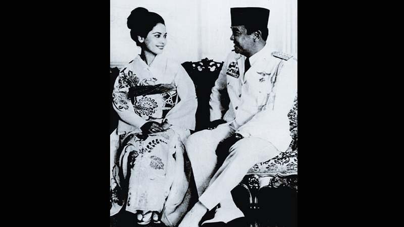 Biografi Ratna Sari Dewi Soekarno - Naoko Nemoto dan Soekarno