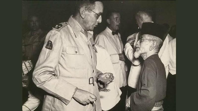 Biografi KH Agus Salim - Bertemu Tokoh KNIL