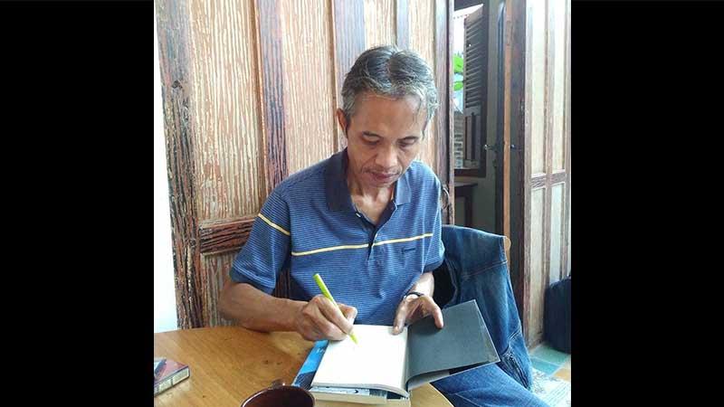 Biografi Joko Pinurbo - Sedang Menulis