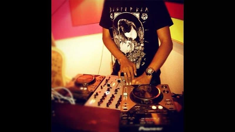 Saat Jadi DJ